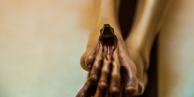 1-web3-cross-suffering-christ-nail-robert-cheaib-cc-29626608136_9bbb551506_o (1)