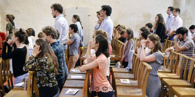 3-mass-church-knees-pray-corinne-simonciric