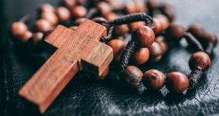 5-web3-rosary-cross-faith-praying-james-coleman-unsplash-cc0