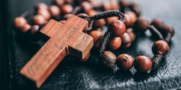 5-web3-rosary-cross-faith-praying-james-coleman-unsplash-cc0