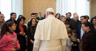 3-PapaFrancisco_huerfanosRumania_VaticanMedia_19022018