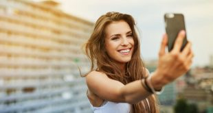 7-web3-woman-selfie-outside-balcony-building-shutterstock_439701184-baranq-ai