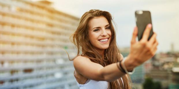 7-web3-woman-selfie-outside-balcony-building-shutterstock_439701184-baranq-ai