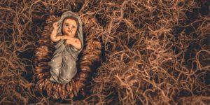 8-web3-baby-jesus-manger-christmas-creche-nativity-manger-hay-shutterstock