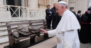MAILMASTER   Subject: Jesus the Homeless On 2013-11-27, at 8:58 AM, MacLellan, Stephanie wrote: Pope Francis praying at a model of the Jesus the Homeless sculpture by Canadian artist Timothy Schmalz of St. Jacobs, Ont., in St. Peter's Square on Nov. 20. Sculptor Timothy Schmalz meets Pope Francis in St. Peter's Square on Nov. 20. Photo credit TBA  3324-11816.JPG  3324-12457.JPG