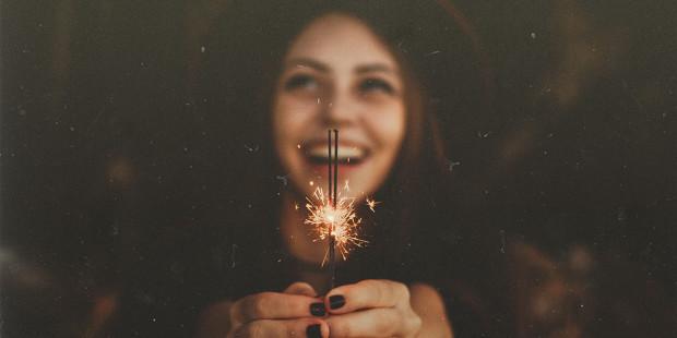 1-web3-girl-smile-happy-stars-new-year-allef-vinicius-unsplash