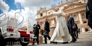 4-web3-pope-francis-vatican-color-light-pope-mobile-day-antoine-mekary-aleteia