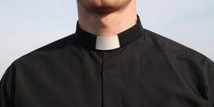 web3-priest-cassock-neutral-man-east-news