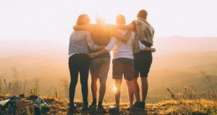 1-web3-friends-hug-sun-light-photo-by-helena-lopes-on-unsplash