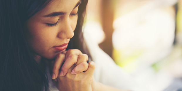 4-web3-young-woman-prayer-closed-eyes-focus-shutterstock_1008546292-es5669-ai